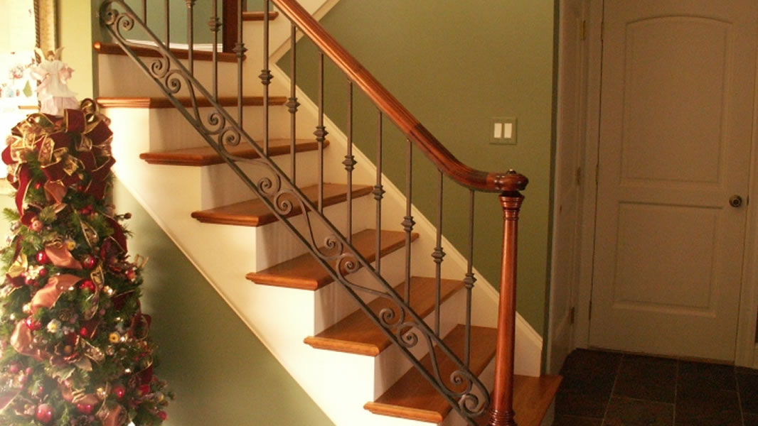 Interior iron railings iron railings interior stairs for Inside balcony railing