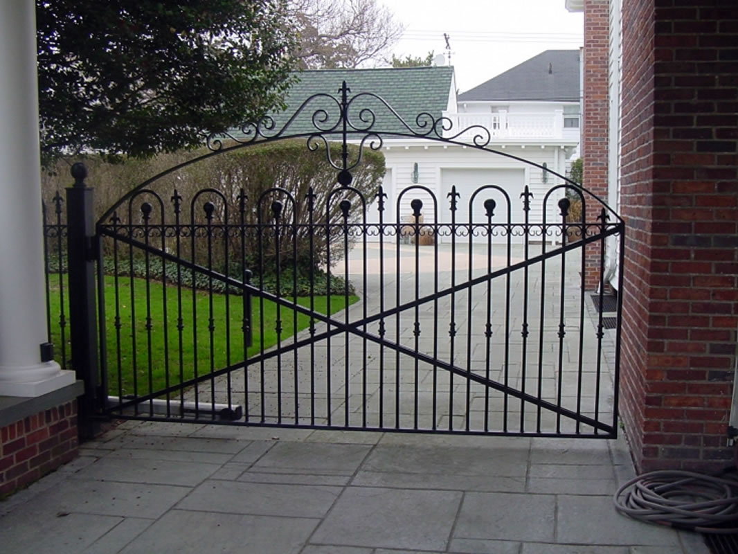 Aluminum driveway gates custom designed and fabricated for Aluminum gates for driveways